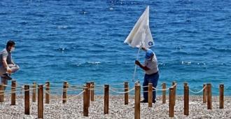 Antalya'da sahilleri düzenlendi, sezona hazırlıklar son hızla devam ediyor!