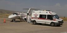 Ambulans uçakla Türkiye'ye getirildiler!