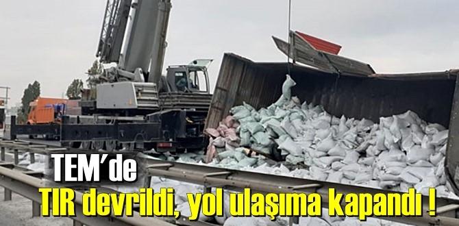 TEM Otoyolu'nda TIR devrildi, Hadımköy-Anadolu Yakası istikameti trafiğe kapandı!