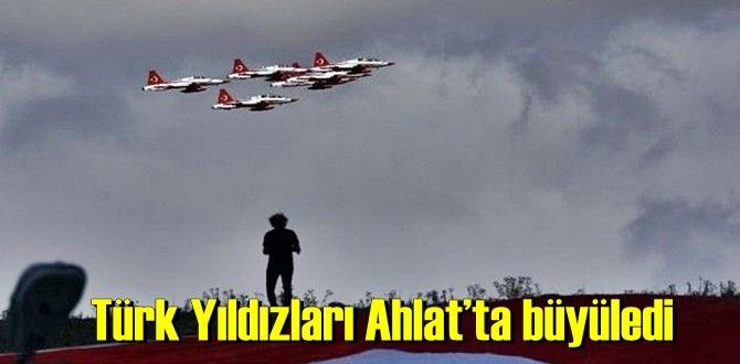 Türk Yıldızları Ahlat'ta Şov yapıp halkı hayran bıraktı !