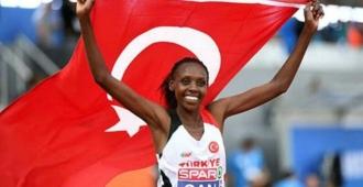 Milli atlet Yasemin Can'dan 10 yıllık Türkiye rekoru!