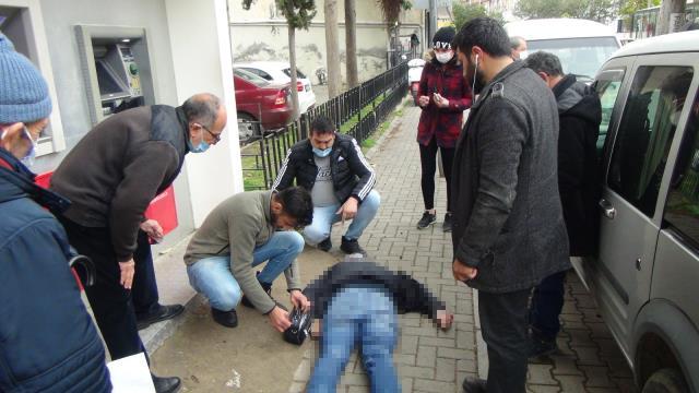 Bankamatik kuyruğunda fenalaşan adam hayatını kaybetti! Yere yığıldığı anlar kameraya yansıdı