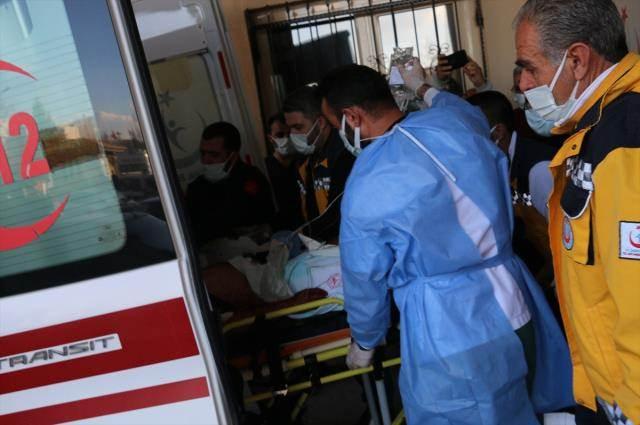 ralarında husumet bulunduğu öğrenilen iki ailenin fertleri arasında Kahta'nın Doluca köyü yakınlarında kavga çıktı. Silahların da kullanıldığı kavgada 7 kişi öldü, 3 kişi yaralandı. VALİ OLAY YERİNE GİDEREK BİLGİ ALDI Adıyaman Valisi Mahmut Çuhadar, olay yerine giderek, yetkililerden bilgi aldı. Çuhadar, AA muhabirine yaptığı açıklamada, olayın saat 16.00 sıralarında meydana geldiğini söyledi. BÖLGEDE GÜVENLİK ÖNLEMLERİ ALINDI Olayın ardından sağlık ekiplerinin bölgeye yönlendirilerek yaralıların hastanelere kaldırıldığını aktaran Çuhadar, bölgede gerekli güvenlik önlemlerinin alındığını kaydetti.
