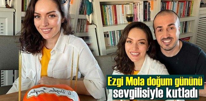 Ezgi Mola'yı doğum gününde sevgilisi yalnız bırakmadı!