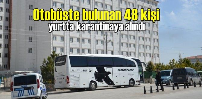 Polis ekipleri otobüsü durdurdu,Otobüste bulunan 48 kişi karantinaya alındı!